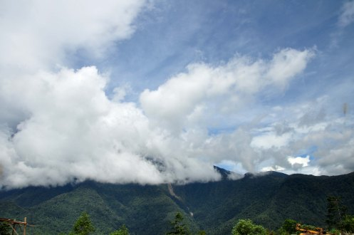 This was what the summit of Mt Kinabalu when we arrived at Pekan Nabalu... no view..
